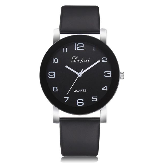 Женские наручные часы с черным ремешком
