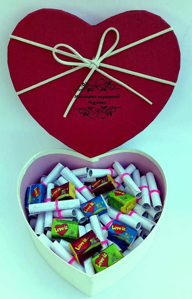 """Подарунковий набір солодкий бокс серце """"51 причина кохання """" або 51 """"поза камасутри"""" з LOVE IS"""