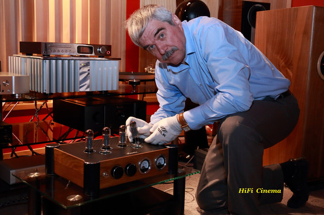 Connection of a tube amplifier by Vladimir Ulianov - Chief Engineer of the TM Trident-Sound at the Music Hall showroom in Kyiv (May 27, 2018)