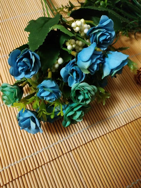 Букет мелких роз с добавкой. Голубой