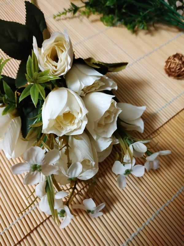 Букет из бутонов роз. Белые