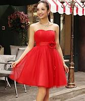 Красивое платье красное, короткое.