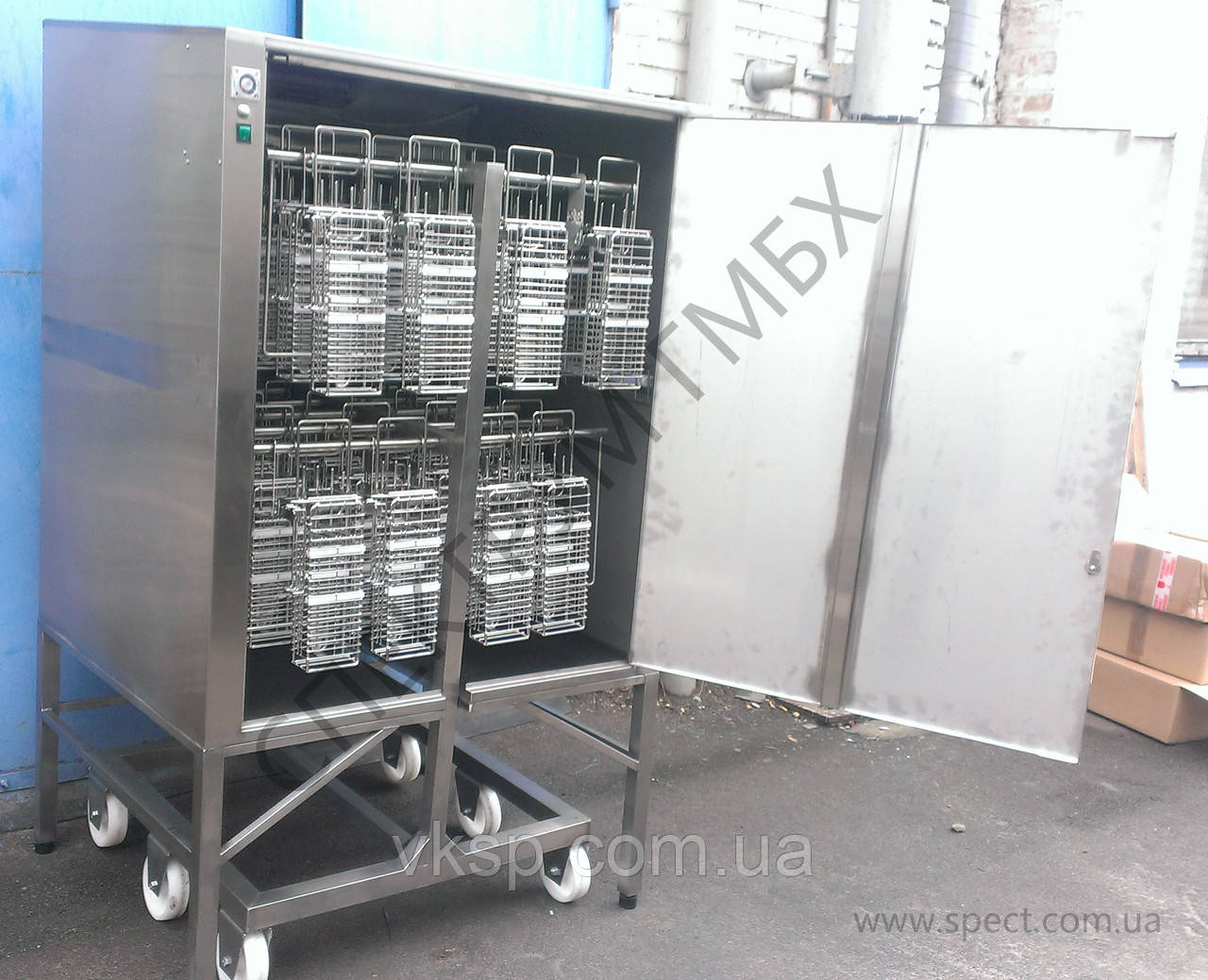 Шкаф стерилизатор ультрафиолетом для тележек с корзинами для ножей