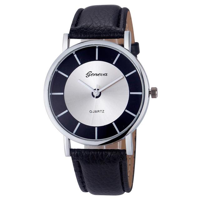 Женские наручные часы черные.