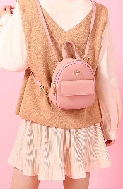 2fe2fb75105c Изменяя расположение шлейки можно носить как рюкзак так и сумку, что  довольно практично и удобно.
