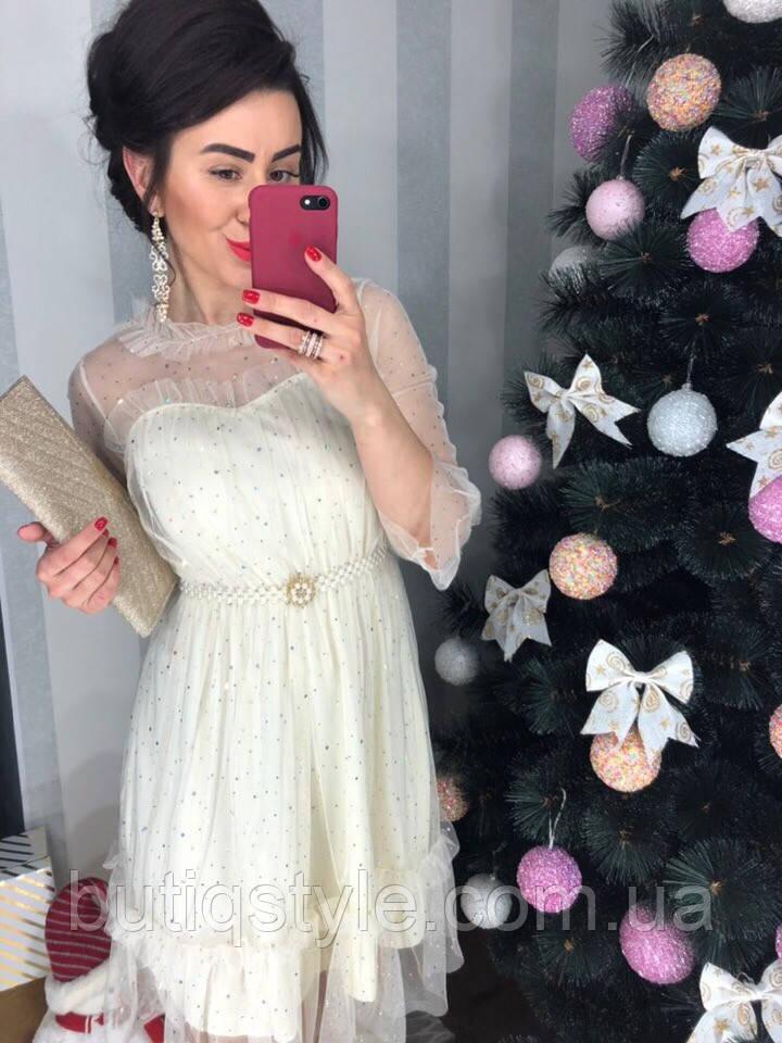 Очень красивое женское платье с поясом сетка со стразами молочное