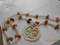 Охерелье из янтаря с медальоном из слоновой кости Индия