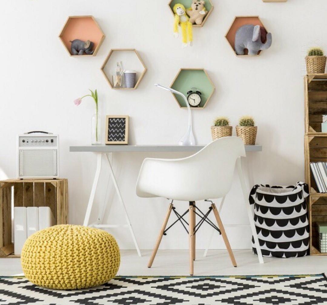 Кресло белое пластиковое в современном стиле Leon для баров, кафе, ресторанов,стильных квартир