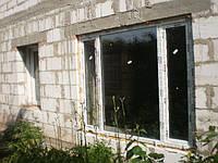 Трехстворчатое металлопластиковое окно Rehau Euro 60 в Киеве