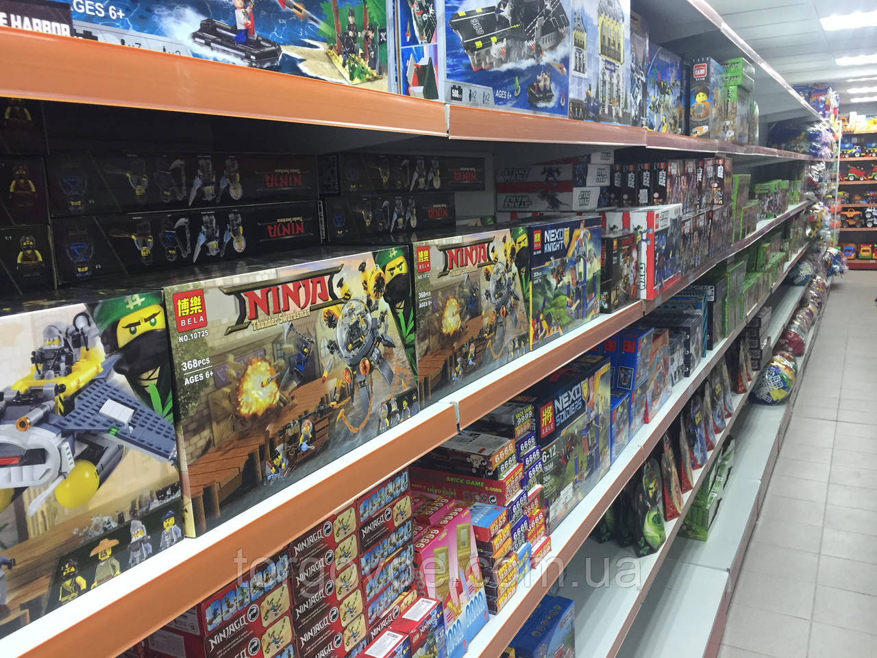 Очередная поставка торговых стеллажей для склада магазина игрушек