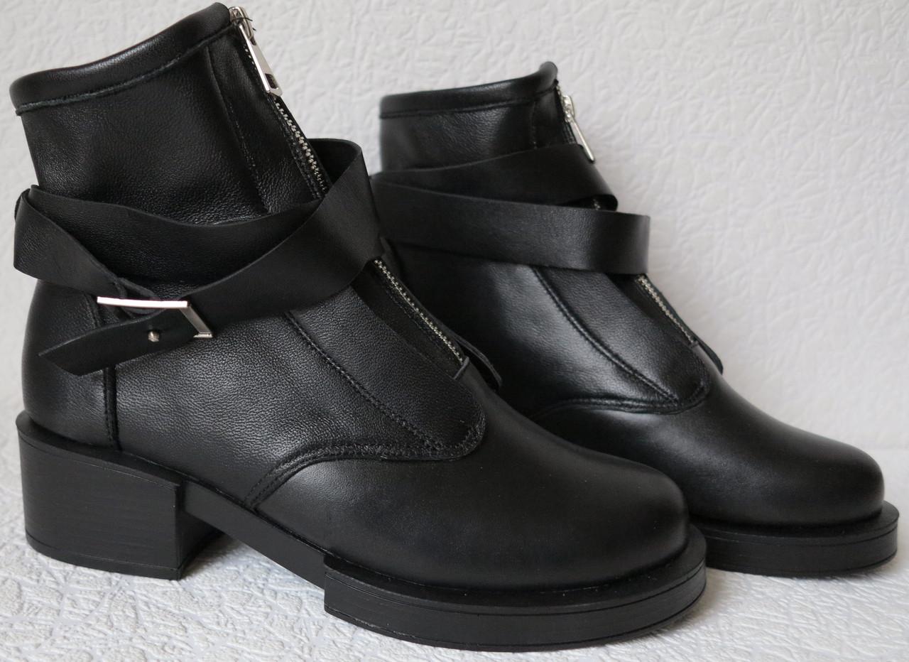 cae2f36e53e333 Balenciaga демісезонні жіночі чорні черевики з декором ремінці натуральна  шкіра весна 2019 репліка Баленсіага - VZUTA