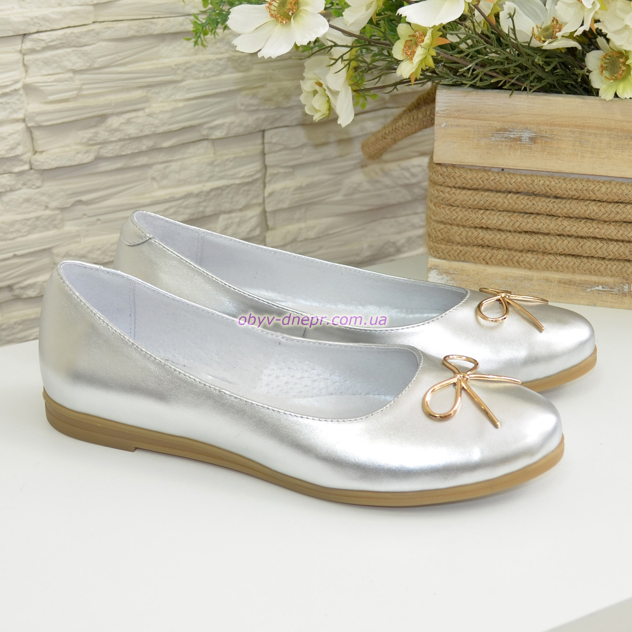Туфли женские кожаные на низком ходу, цвет серебро