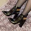 Ботинки лаковые женские зимние на высоком устойчивом каблуке, декорированы цепью , фото 6