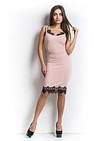 Платье нарядное с кружевом персикового цвета.