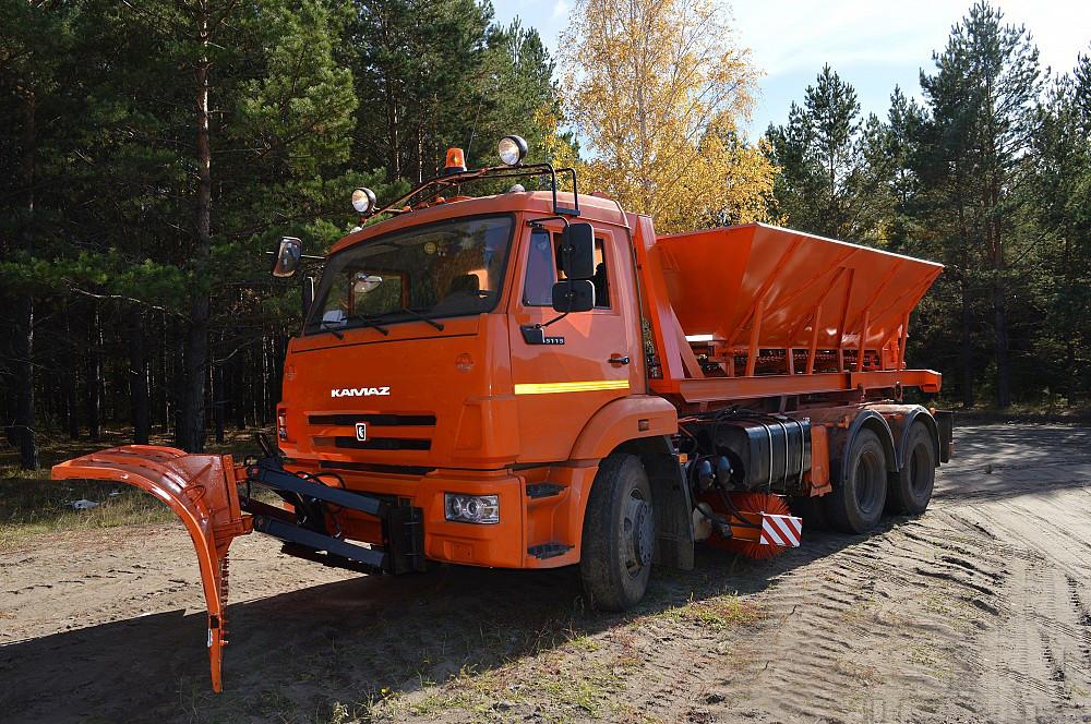 Піскорозкидач на шасі КАМАЗ-6520