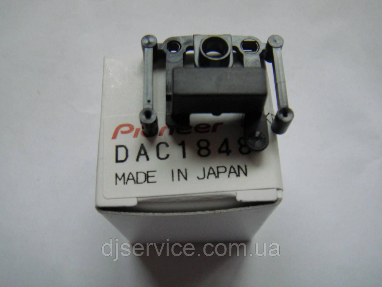 Толкатель кнопки включения прослушки канала в наушники DAC1950 DAC1848 для пульта Pioneer djm600