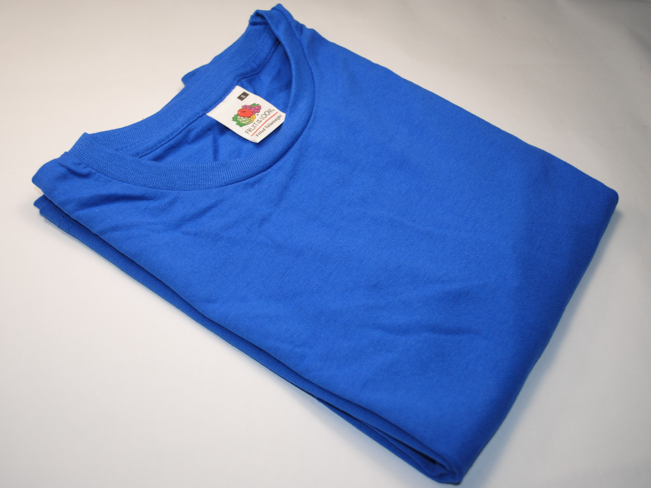 Приталенная мужская футболка Ярко-синяя размер S 61-200-51