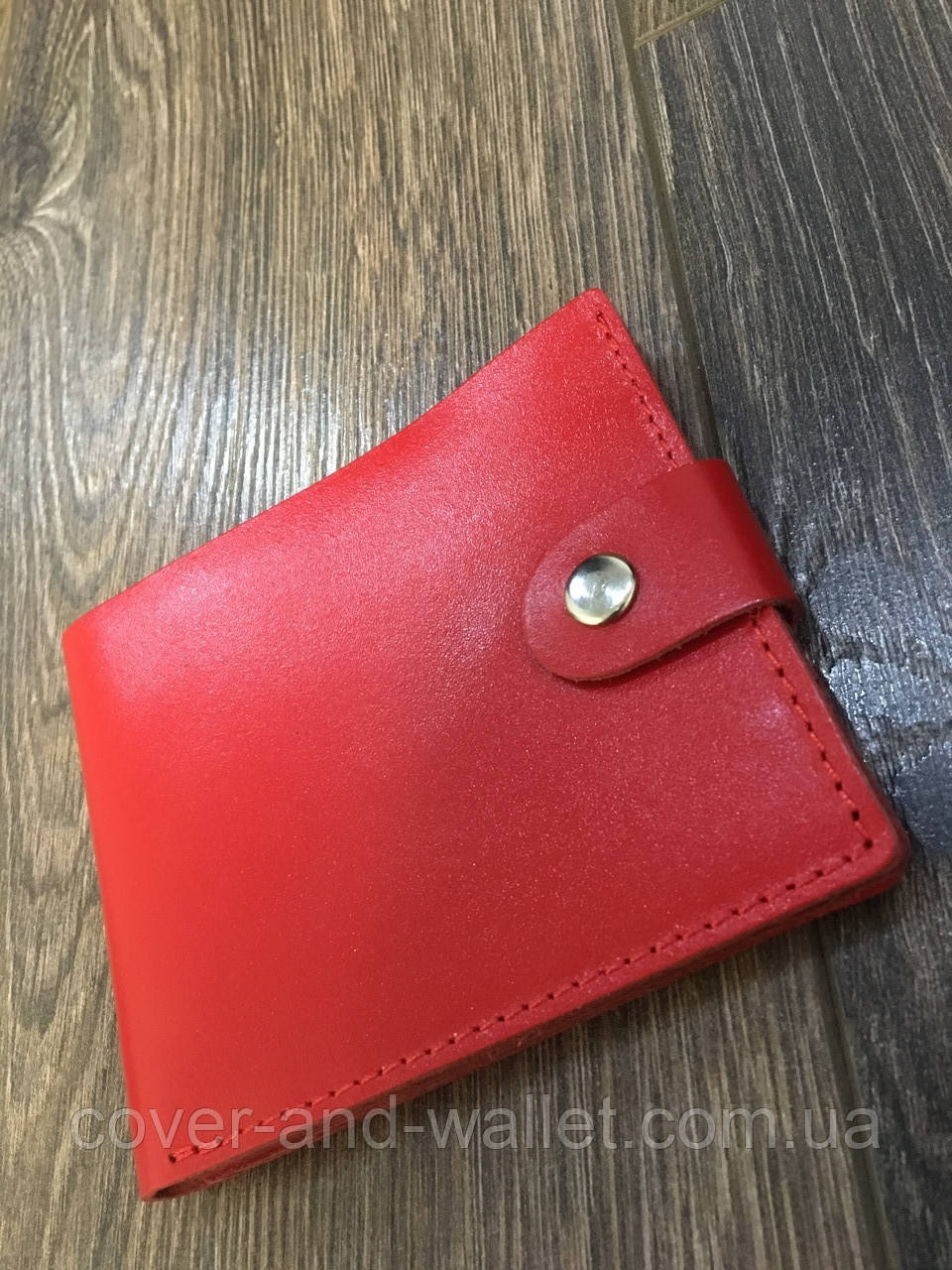 5ecb27f7a92e Яркий красивый кожаный кошелёк красного цвета - cover and wallet (обложка и  кошелек) в