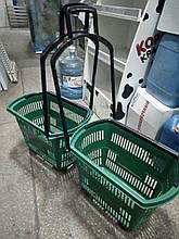 Торговые пластиковые корзинки 30 л. с выдвижной ручкой бу. корзины пластиковые б у.