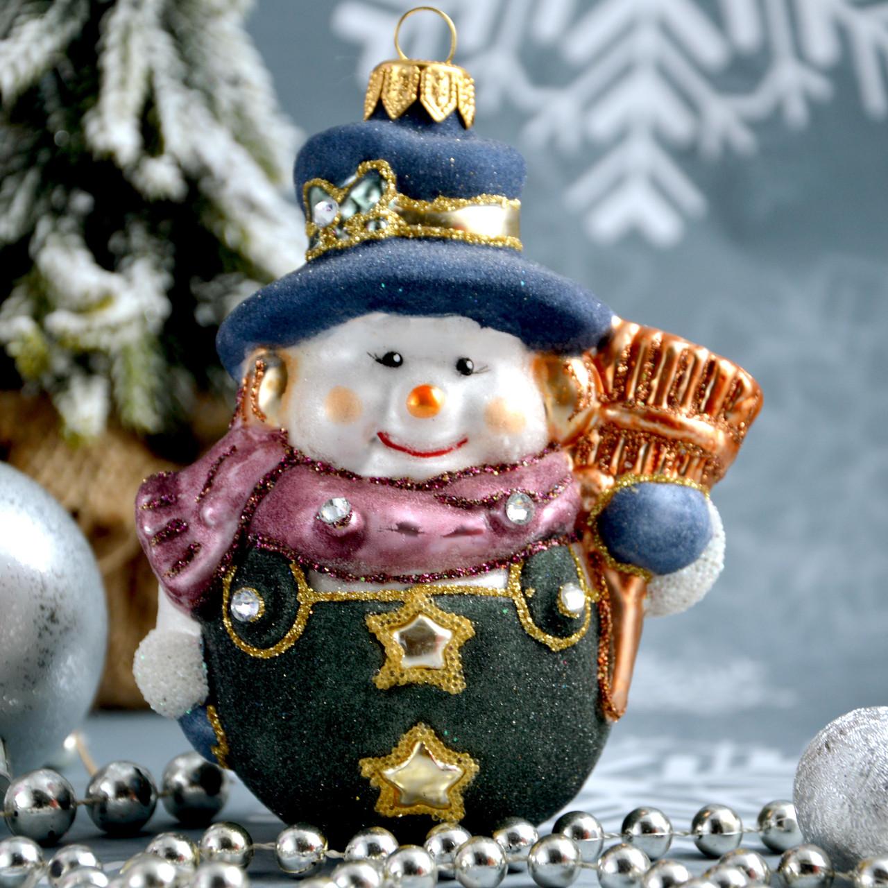 Стеклянная елочная игрушка Снеговик с метлой Irena