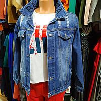 Куртка джинсовая (размеры в описании) женская синяя с потертостями с надписью Balenciaga