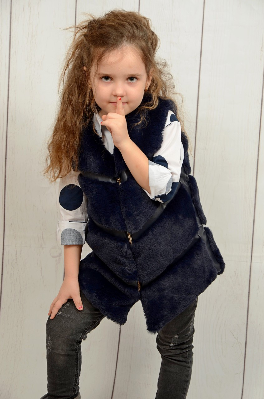 Жилетка меховая для девочки на 3, 4, 5 лет тенмо-синяя