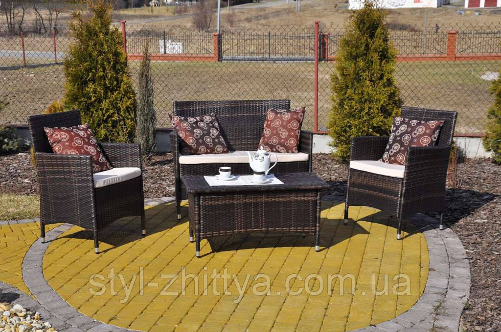 Садовий диванчик з кріслами і столиком