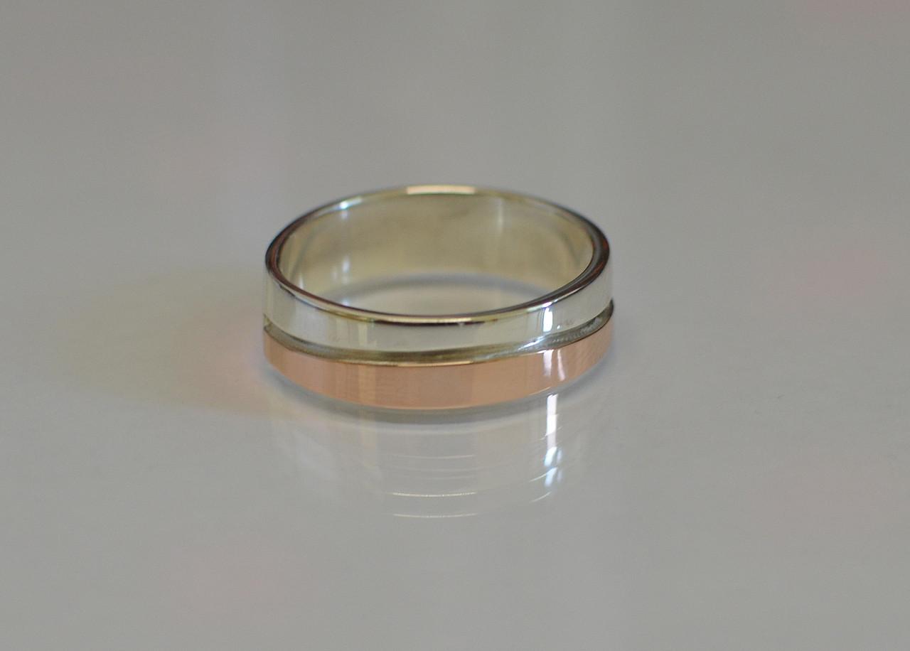 Серебряное обручальное кольцо с вставками из золота