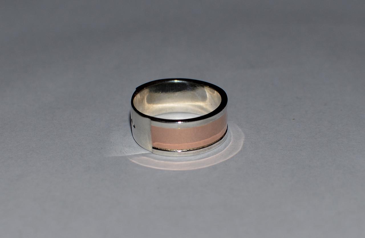 Серебряное обручальное кольцо со вставками из золота