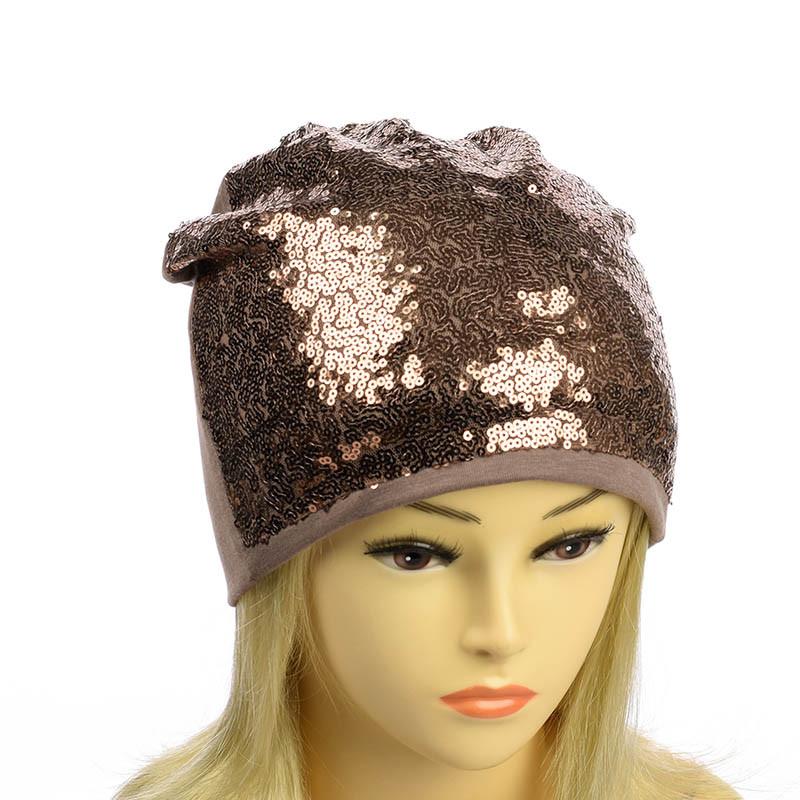 Трикотажная шапка с пайетками