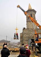 Установка нашего креста на храм в Молдавии