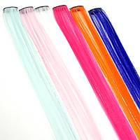 Прядь искусственных волос на заколке с блестящими нитями 55 см розовая
