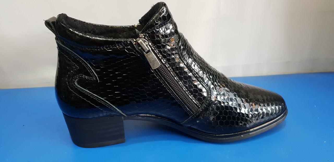 Женские лаковые короткие ботиночки