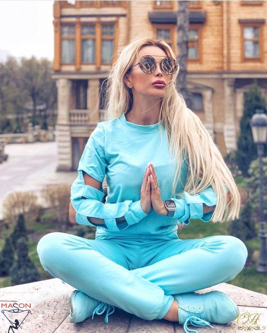 Голубой спортивный костюм  с красивым рукавом
