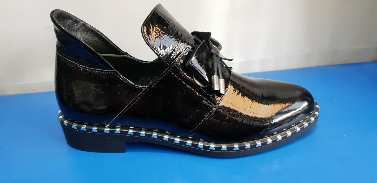 Женские стильные туфли из лаковой кожи