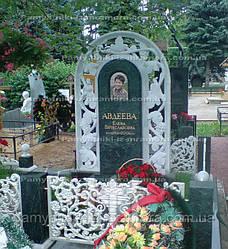 Памятник из мрамора с голубем и виноградом  №1