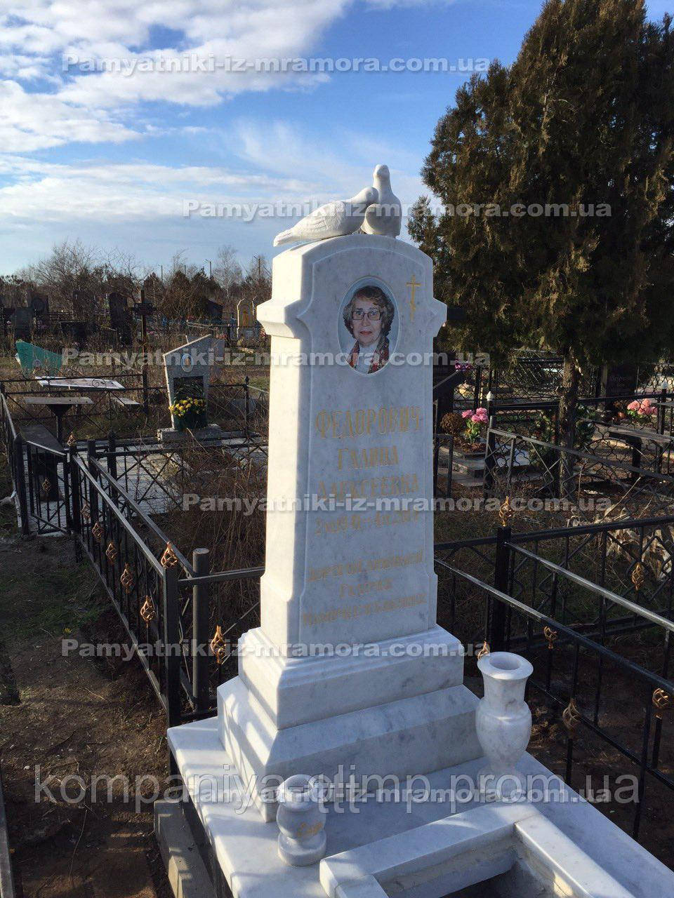 Памятник мраморный с Голубями №11