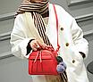 Сумка женская красная с брелком, фото 2