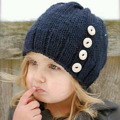 Ассортимент оптового магазина детских шапок: шапки для маленьких и для подростков