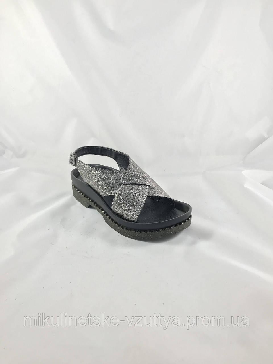 01fedf666b510e Босоніжки жіночі D&V 2703 на ремінці, без каблука - Микулинецьке взуття
