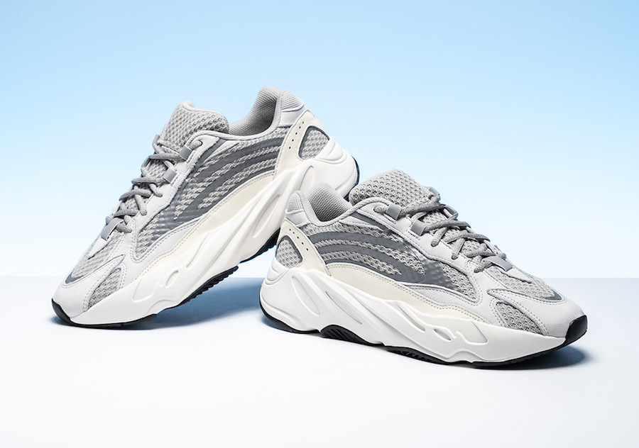 Кроссовки Мужские Adidas YEEZY 700 BOOST Grey/White