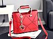 Женская красная сумка с брелком, фото 4