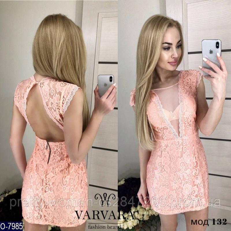 Нежное платье с открытой спиной цвет персик гипюр