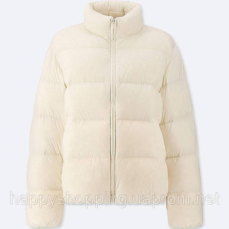 Женская светлая куртка oversize на пуху популярного японского бренда Uniqlo