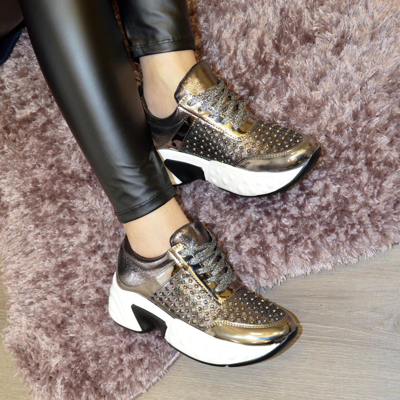 Кроссовки женские на шнуровке, утолщенная подошва. В наличии 38-40 размеры