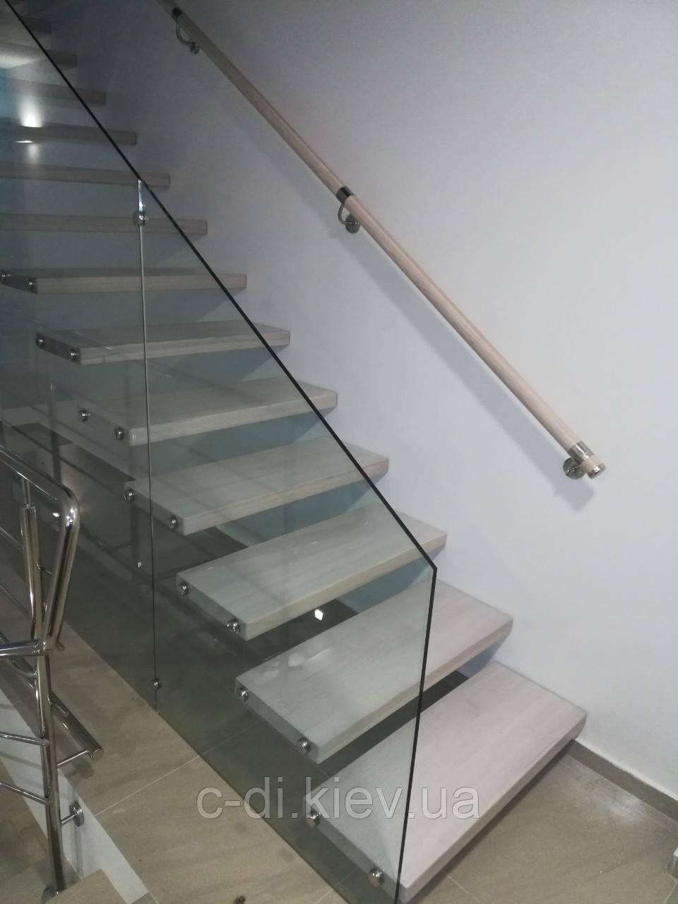Стеклянное ограждение лестницы, стеклянные ступени