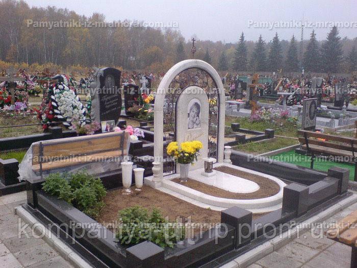 Памятник из мрамора с рябиной №26