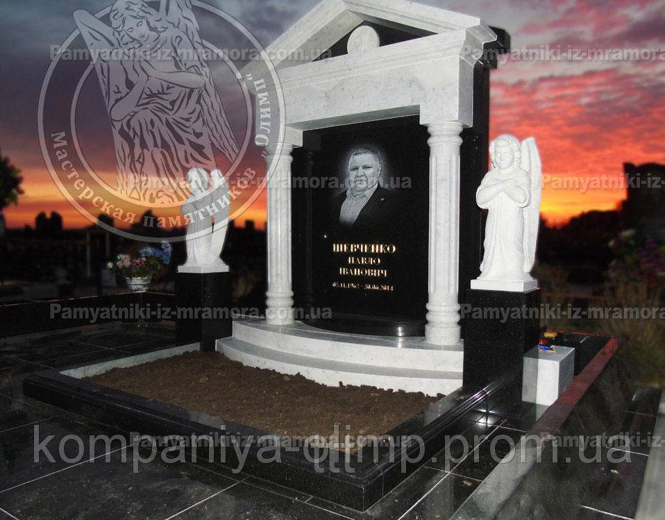 Памятник с мраморными колоннами, и ангелами №34
