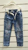 Джинсы для девочки 3-7 лет синего цвета с вышивкой и поясом оптом