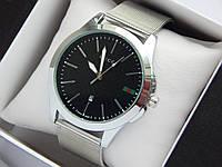 Кварцевые наручные часы GUCCI серебристого цвета, кольчужный браслет, с датой, фото 1